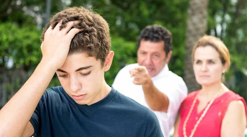 Знайте, какая вредная привычка может оттолкнуть вашего ребенка от вас